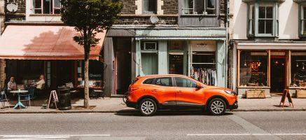 De SUV heeft alles in zich wat in een stad niet thuishoort.