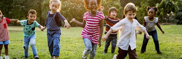 Persbericht: Strapdag 2020 – Duizenden kinderen strappen voor een gezonde en leefbare schoolomgeving.